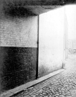 Photo:View of the passage at the side of the King Alfred Public House, Lisson Grove 14th April 1904