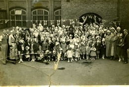 Photo:George VI's Coronation, Cosway Street School, 12 May 1937